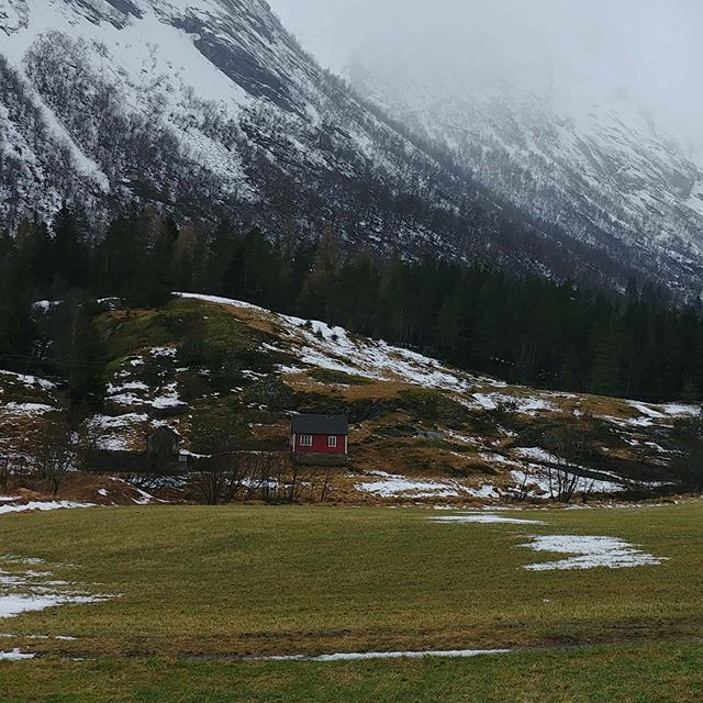 Side valley and huts #erdal #norway #february #2020